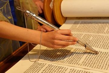 CT Photographer_CT Bat Mitzvah Photographer_Bat Mitzvah Ceremony Photos_Bat Mitzvah Ceremony Scroll Photos_Bat Mitzvah Ceremony Scroll Reading Photos0001