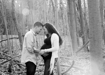 Outside Family Portraits_CT Family Photographer_CT Maternity Photographer_Outside Maternity Portraits_Black and White Maternity Portraits_Fall Maternity Portraits0001
