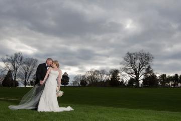 Outside Wedding Portraits_Bride and Groom Wedding Portraits_Cute Wedding Portraits_Outside CT Wedding Portraits_CT Wedding Photographer_CT Photographer_CT Wedding0001